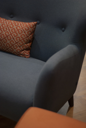 Curved wingback Peggy sofa
